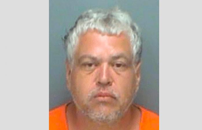 Es arrestado por acoso y manosea a agente que le tomaba las huellas dactilares