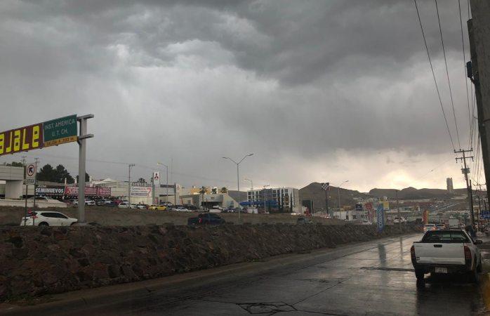 Cae ligero granizo y lluvia al norte