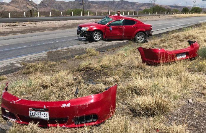 Choque volcadura con atrapados en carretera a Delicias