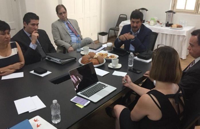 Encabeza Corral reunión de la comisión permanente de información