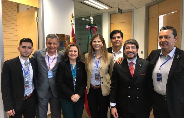 Recibe a empresarios mexicanos cónsul de México en Shanghái