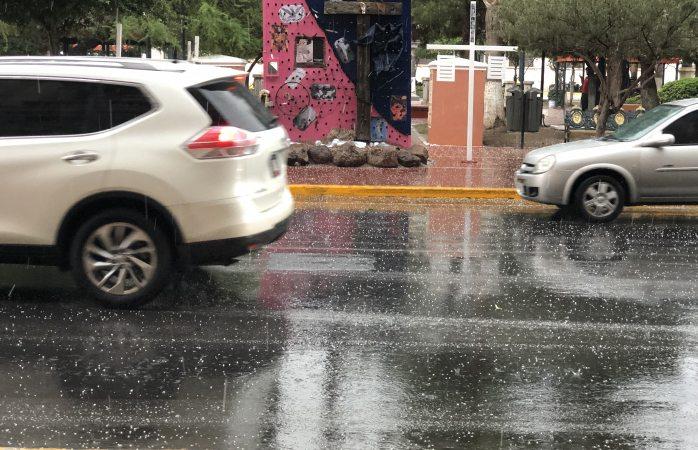 Cae granizo en el centro de la ciudad