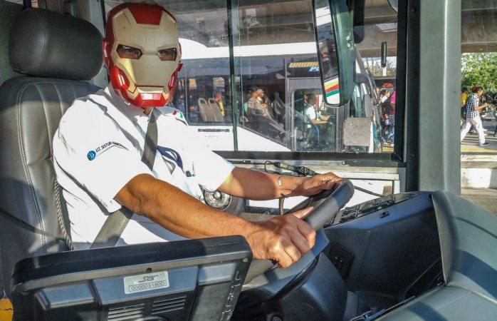 Chofer de urbano se convierte en Iron Man por estreno de Avengers Endgame
