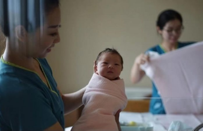 Enfermera confiesa haber intercambiado a 5 mil bebés sólo por diversión