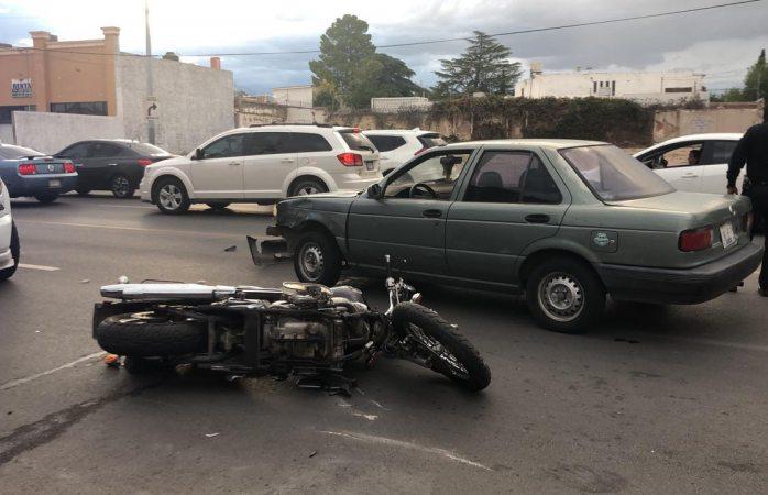 Se impacta moto contra auto en San Felipe