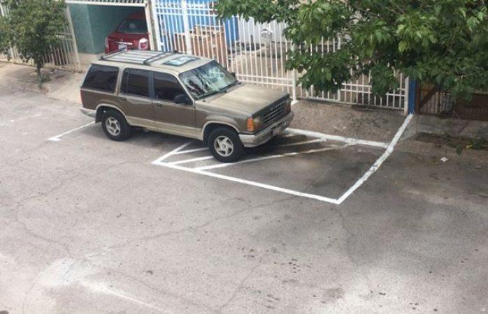 Se adueñan de estacionamiento en fraccionamiento Lagos