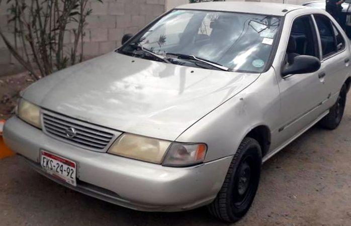 Arrestan a 2 adolescentes con un arma calibre .9 milímetros y un vehículo robado