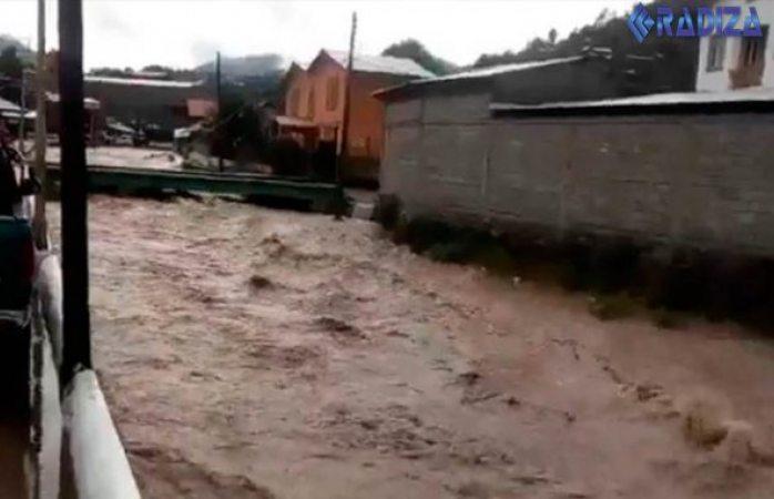 Se ahogan dos niños al ser arrastrados por rio