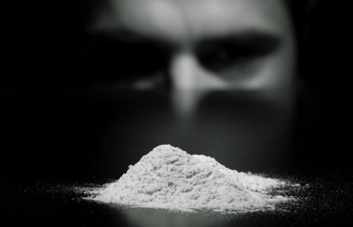 Juez otorga histórico amparo para posesión y uso de cocaína