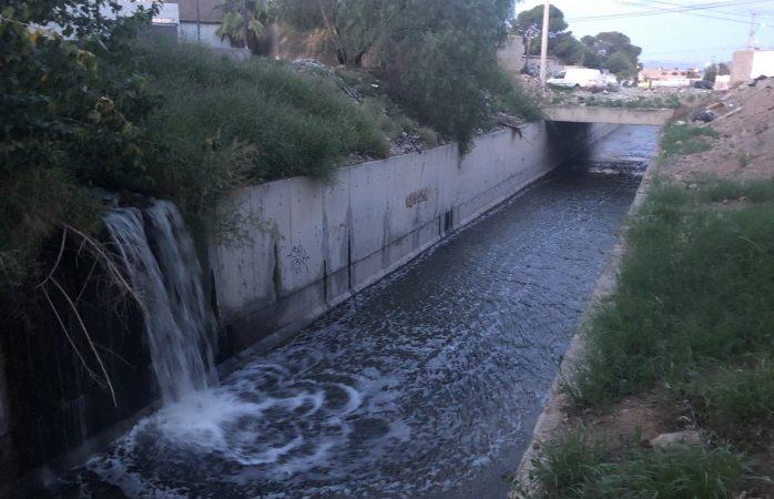 Denuncian desperdicio de agua en la Villa Nueva