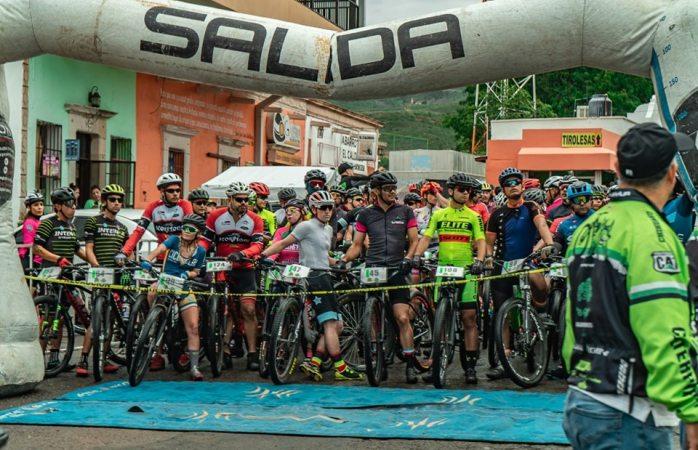 Ciclistas toman la montaña en la Ruta de la Plata