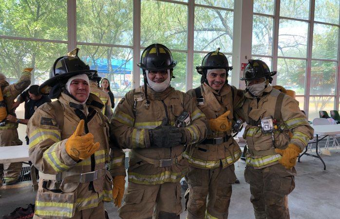 Se visten de bomberos regidores y empresarios
