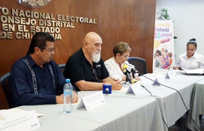 Alcalde de Juárez acude a presentación de resultados de consulta infantil y juvenil
