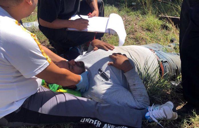 Aparatosa volcadura deja un hombre herido