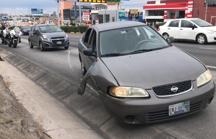 Abandona vehículo averiado en el periférico