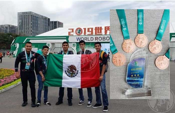 Estudiantes juarenses ganan mundial de robótica