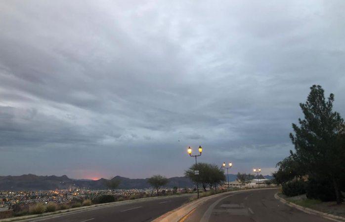 Amanece totalmente nublado; seguirán lluvias leves
