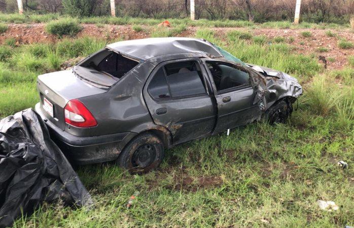 Deja volcadura 5 lesionados en carretera a Delicias