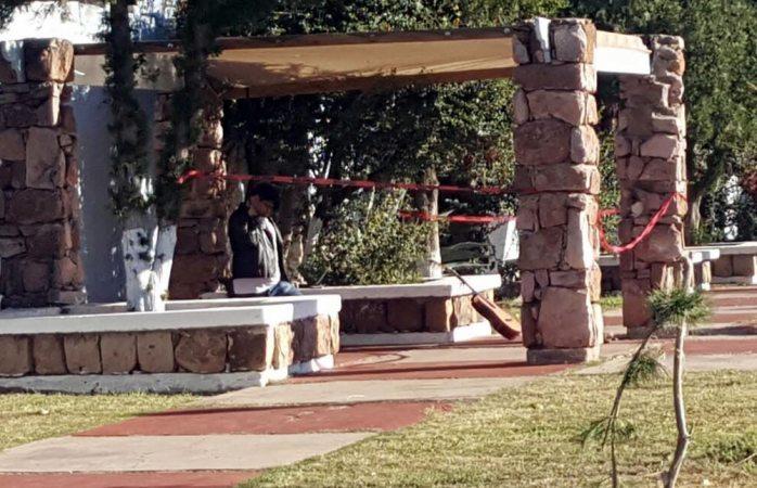 Hallan a hombre colgado en parque de san felipe