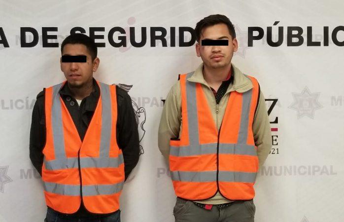 Arrestan a dos sujetos que traían un rifle calibre 22