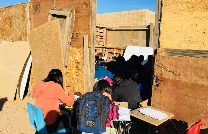 Regresan a clases en escuela construida con chatarra en cerro grande