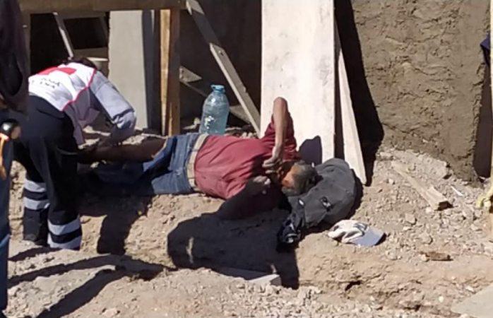 Obrero cae de andamio