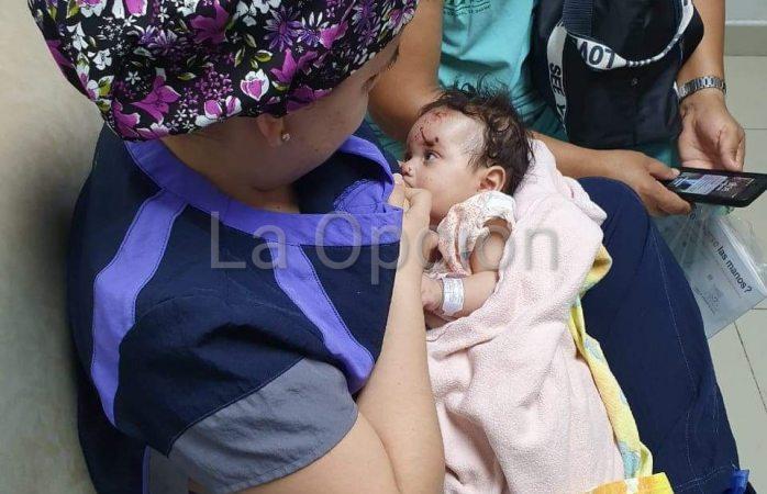 Enfermera amamanta a bebé víctima del carreterazo mientras su madre era atendida