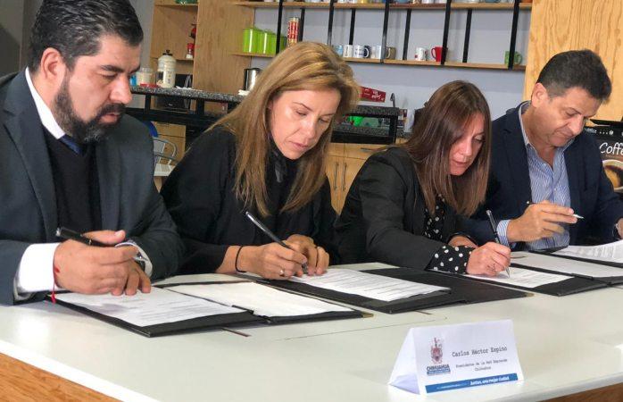 Firma ayuntamiento convenio con ciem de zaragoza, españa