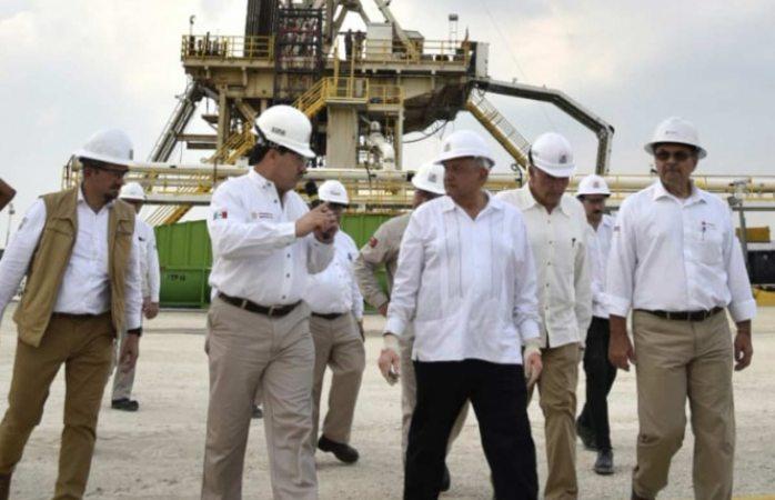 Pemex descubre yacimiento gigante de petróleo en tabasco