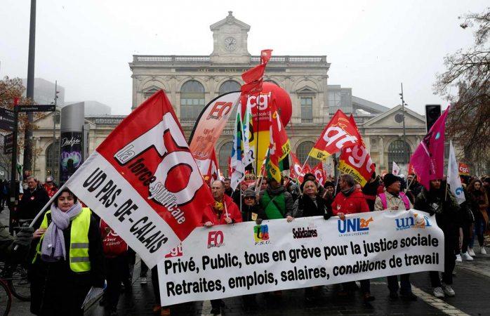 Sigue el caos en francia por huelga contra reforma de pensiones