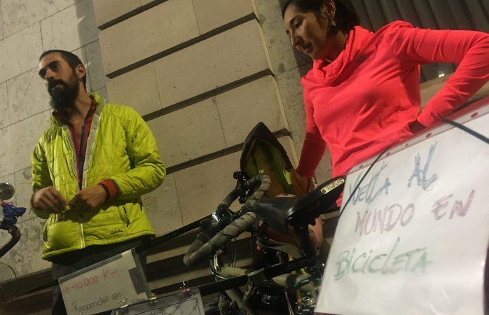 Víctor y Adriana viajan por el mundo en bicicleta