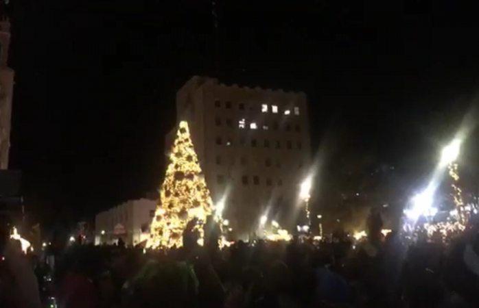 Enciende Maru árbol navideño en plaza de armas