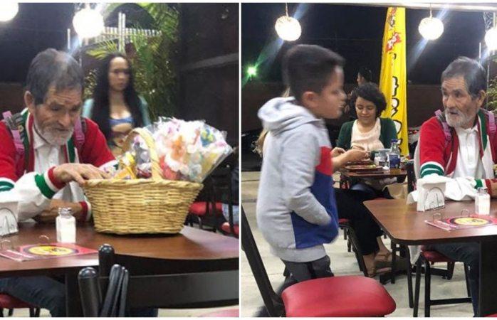 Niño regala tacos a un abuelito y rompe en llanto al verlo comer (VIRAL)