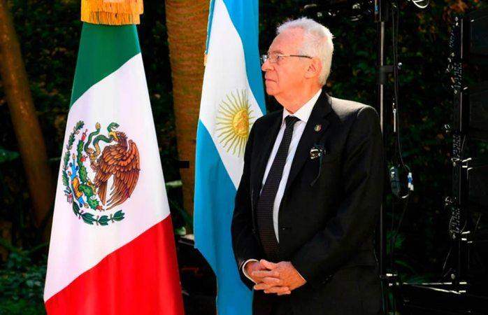 Embajador de México es acusado de robar librería en Argentina