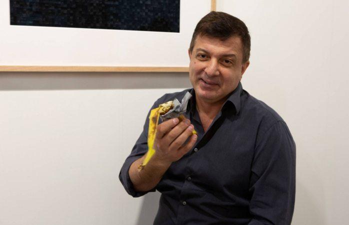 Llega a ver obra de arte valorada en $120 mil dólares y se la come