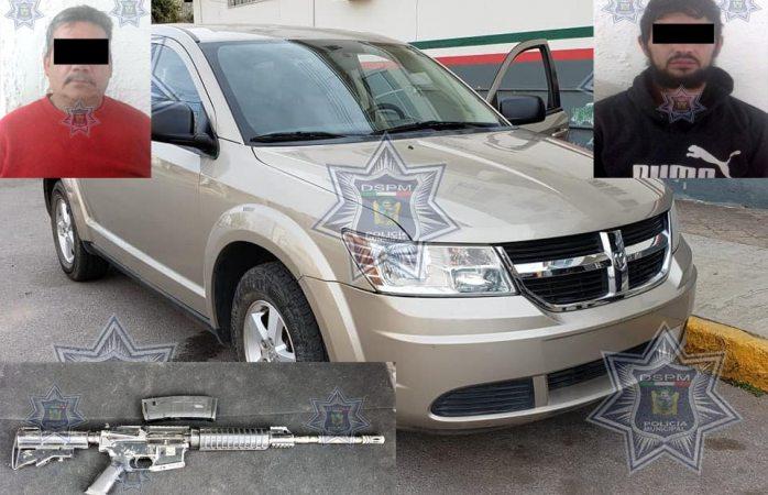 Detienen a 2 con fusil y porciones de droga en Cuauhtémoc
