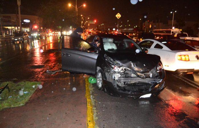 Aparatoso choque deja a conductora con heridas en la cabeza