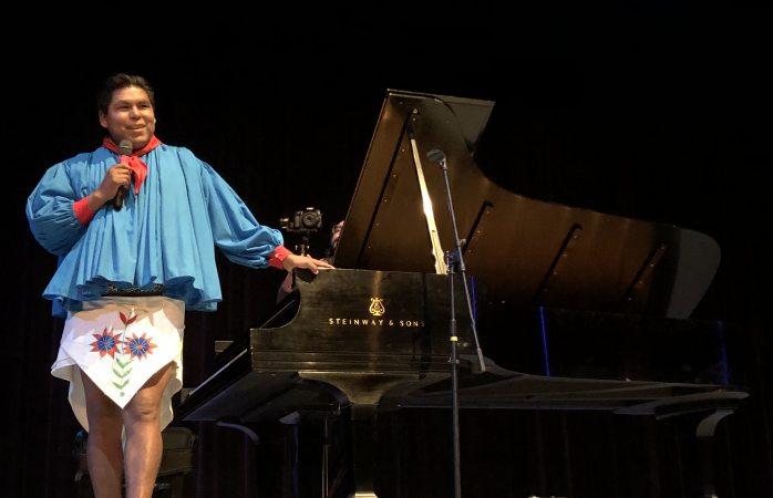 Ofrece pianista rarámuri recital a beneficio
