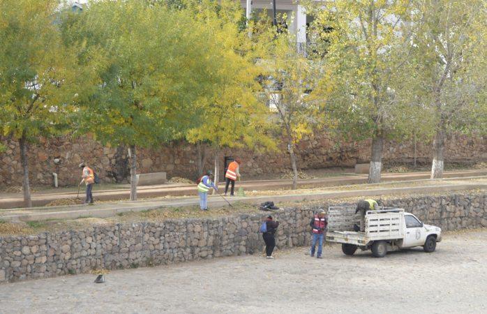 Limpian parque de la vialidad del Río