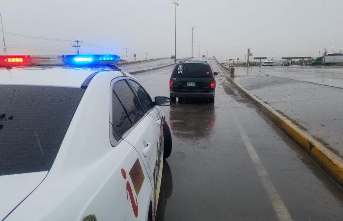 Brinda tránsito apoyo a conductores varados por lluvia