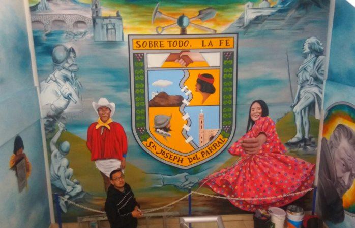 Muralista hace  pintura en honor a Manuel Meme Márquez