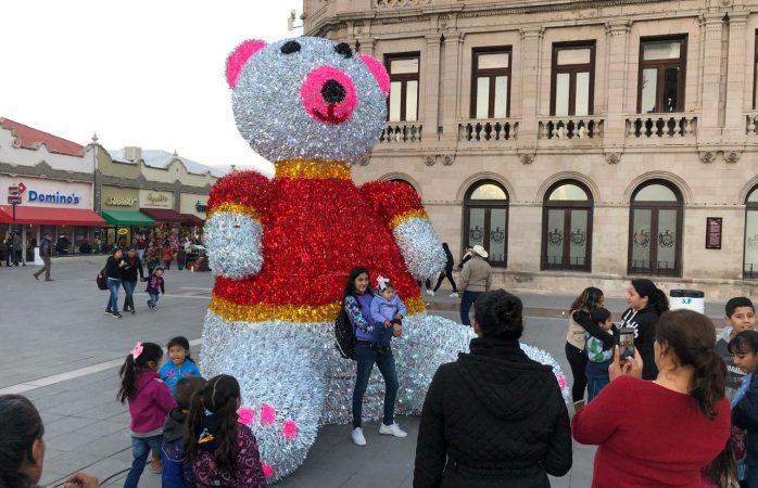 Exhiben oso navideño de 380 mil pesos