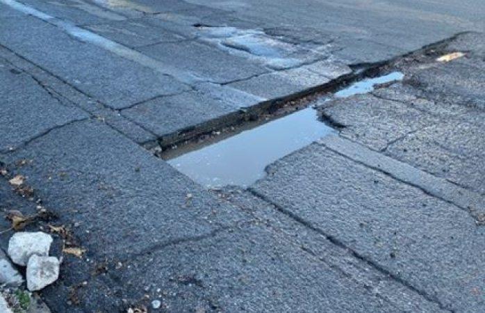 Reportan zanja profunda en la calle Guadalupe y Canal