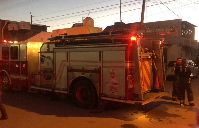 Arriban bomberos tras flamazo de gas en vivienda