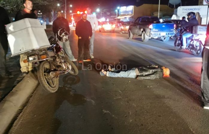 Arrolla motociclista a peatón en la Fernando Baeza