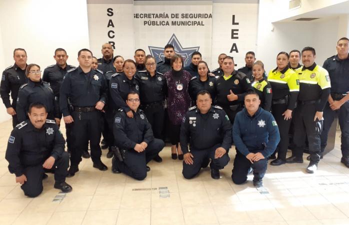 Reciben taller y reconocimiento policías municipales