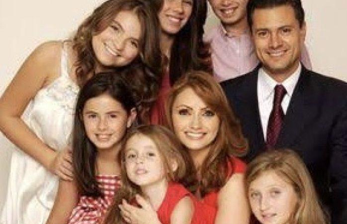 Reaccionan hijas de Angélica Rivera ante divorcio de su madre