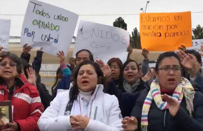 Protestan católicos afuera del cereso por detención de sacerdote