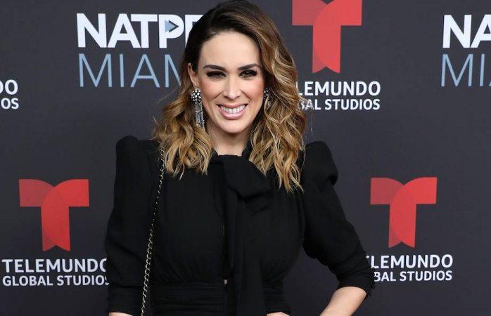 ¿Conducirá la voz México Jacqueline Bracamontes?