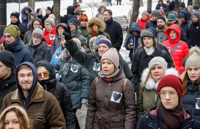 Exigen libertad de presos políticos en Rusia con protesta